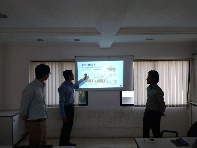 """Presentation Competition """"IMPACT"""" organized by VVN Team"""