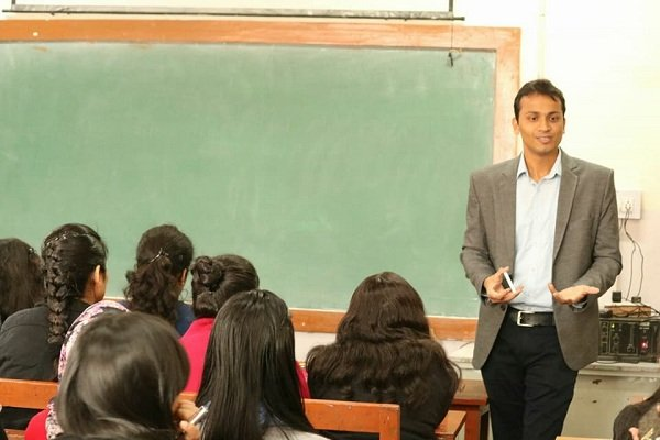 Session at Maitreyi College